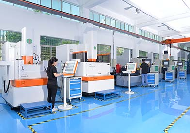 What is rapid prototyping technology manufacturing and its characteristics